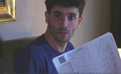 Moglie scopre il tradimento del marito leggendo la busta paga